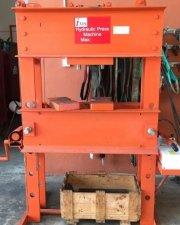 100 tonnes hydraulic press